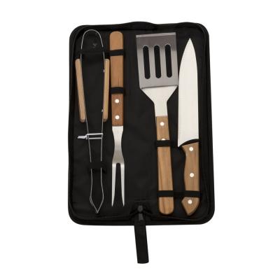- Kit churrasco 4 peças