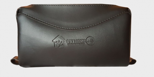 Necessaire personalizada, em couro sintético, tamanho 23x12x7,5 cm