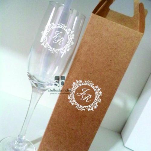 - Taça de vidro + caixa personalizados