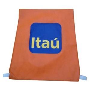 - Capa de cadeira em TNT