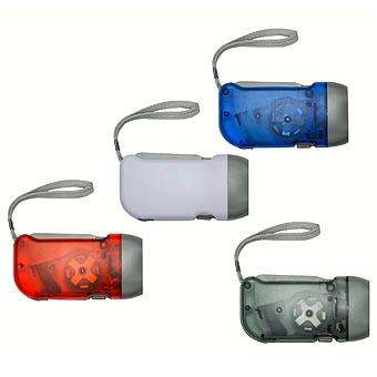 """Lanterna Plástica com 3 leds, pressionando o """"gatilho"""" gera energia para alimentar a lanterna dínamo"""
